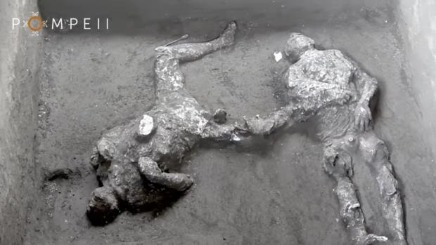 Pompeje a odliatky obetí výbuchu sopky Vezuv
