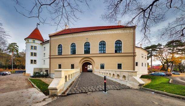 Pezinok, mesto a budovy