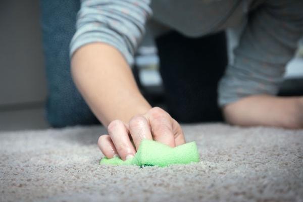 Koberec a návody, prvá pomoc a tipy, ako ho vyčistiť