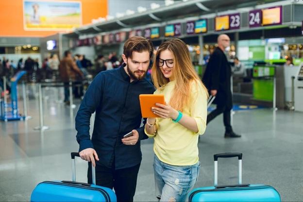 letisko a mladí pred odletom