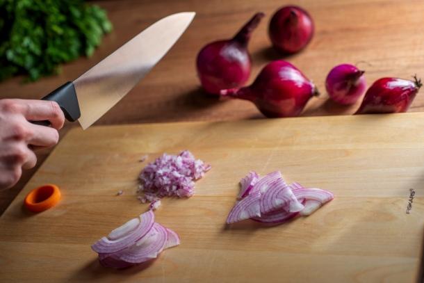 krájanie cibule