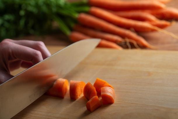 krájanie mrkvy, spôsob mirepoix